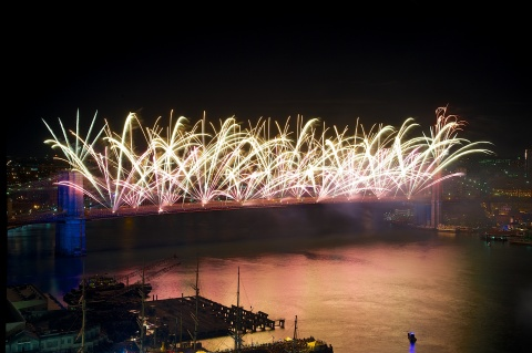 On Thursday, July 4, the world-famous Brooklyn Bridge will be the centerpiece for the 2019 Macy's 4th of July Fireworks celebrating classic American Cinema. (Photo: Business Wire)